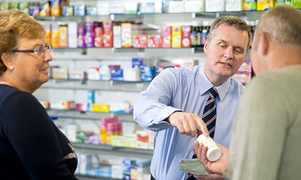 Feasibility of a referral pathway to community pharmacy for patients taking oral anticancer medication